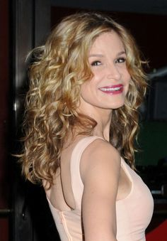 Kyra Sedgwicks blonde, curly hairstyle