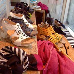 Pitsiset Think!:n korkokengät ovat mukavat ja kauniit jalassa. Tasaisella korolla jaksaa kävellä pidempiäkin kaupunkikävelyitä :) #think #shoes #summershoes #whiteshoes
