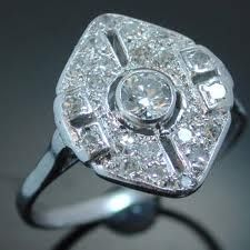 I just love this vintage ring. Do you like big statement pieces like this or more subdued ones?