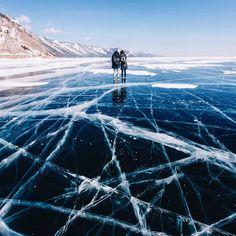 Frozen World – Les impressionnantes photos du Lac Baïkal en hiver