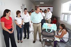 El Gobernador Rubén Moreira Valdez recorrió las nuevas instalaciones de la Cruz Roja Mexicana, acompañado por la Presidenta Honoraria del Consejo Consultivo del DIF Coahuila, Alma Carolina Viggiano Austria, así como de miembros del Patronato de la Cruz Roja encabezados por Luis Arizpe Jiménez.