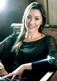 Michelle Yeoh, an actress that brings true elegance to every role. She is beautiful ^^ Michelle Yeoh, Beautiful Chinese Women, Most Beautiful People, Beautiful Asian Girls, Asian Celebrities, Asian Actors, Hollywood, Divas, Bond Girls