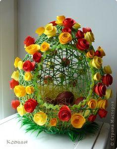 Всех со светлым праздником Пасхи! Счастья, мира, добра, любви, взаимопонимания! Долго думала я над своими пасхальными корзинами,хотелось сделать что-нибудь необычное. Придумала сделать их в форме яиц. Может быть, моя идея ещё кому-нибудь пригодится. фото 4 Egg Crafts, Crafts To Do, Easter Crafts, Holiday Crafts, Crafts For Kids, Easter Projects, Easter Crochet, Art N Craft, Arte Floral
