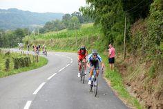 Tour de France 2014 - Etape 18 - Pau - Hautacam - 24/07/2014 - Un groupe se forme juste derrière Oss (BMC) et Huzarski (NetApp), tandis que le peloton pointe à 1'05''. © Presse Sports/J.Prevost