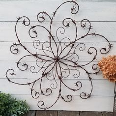 Wouldnt this barbed wire swirl add a bit of elegance to your rustic decor? Rustic Wall Decor, Western Decor, Farmhouse Decor, Farmhouse Front, Rustic Nursery, Rustic Theme, Rustic Signs, Barb Wire Crafts, Metal Crafts