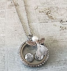 This kit makes a complete picture locket with 3 floating picture charms. Includes standard size floating picture locket pendant with dangling angel charm. Inclu