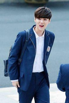 Luhan 鹿晗 back to school Lim Ju Hwan, Lee Hong Bin, Hong Jong Hyun, Baby Lulu, Kpop Exo, Luhan Exo, No Min Woo, Seventeen Scoups, Boy Hairstyles