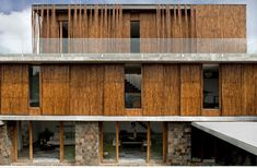 Bamboo cladding surrounds a house in Paranaque, Philippines | Atelier Sacha Cotture