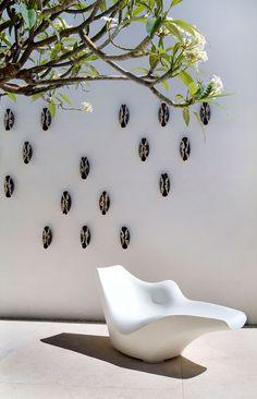 CR Simple, austere, impact, white!  Gantous Arquitectos