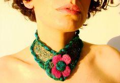 Collar / Tejido en alambre, lana y fieltro