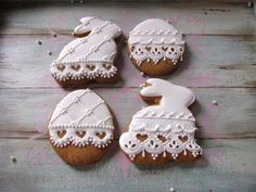 White Easter lace, rabbits, egg, by Creative Cookies Belgrade, posted at Cookie Connection: Iced Cookies, Easter Cookies, Cupcake Cookies, Sugar Cookies, Cookies Et Biscuits, Bolacha Cookies, Easter Biscuits, Decorator Frosting, Sugar Cookie Royal Icing