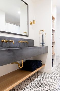 Bathroom Concrete Floor, Trough Sink Bathroom, Wooden Bathroom, Bathroom Flooring, Bathroom Faucets, Dark Floor Bathroom, Washroom, Black And Gold Bathroom, White Bathroom