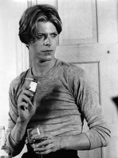 Bowie dans L'homme qui venait d'ailleurs (1976) : What a serious babe !!!