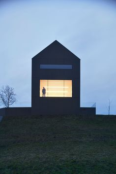 Situated on the edge of a small village on top of a hill, the Black Barn House is a barn-like multifunctional residence inspired by the Slovenian hayrack, Space Architecture, Residential Architecture, Contemporary Architecture, Barn Pictures, Black Barn, Modern Barn, Black House, Exterior Design, Solar