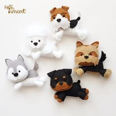 """Sue - pic for inspiration - FieltroFieltro Super cute items under""""more like this""""(Are these magnets? Animal Projects, Animal Crafts, Clay Crafts, Felt Crafts, Felt Dogs, Felt Quiet Books, Felt Decorations, Felt Patterns, Felt Fabric"""