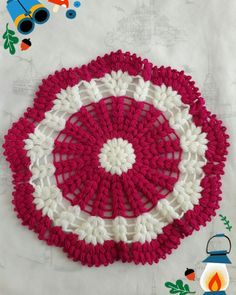 This Pin was discovered by Rey Christmas Crochet Patterns, Crochet Flower Patterns, Crochet Designs, Crochet Doilies, Crochet Flowers, Woolen Craft, Graph Design, Mehndi Designs For Hands, Crochet Borders