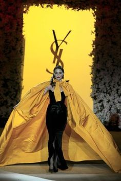 Evening Ensemble worn by Carla Bruni-Sarkozy. Autumn-Winter 1983 haute couture collection. Retrospective fashion show, Centre Pompidou, Paris, 22 January 2002. © Fondation Pierre Bergé – Yves Saint Laurent, Paris G