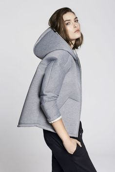 Ideas For Sport Chic ShoppingNeoprene is always a good sporty look. via countryroadLuxury & Vintage Madrid, bring you the world's best selection of contemporary and vintage clothing, discover our top brandsGrey zip upPlanet Hacker: Space Hacker looks Sport Fashion, Look Fashion, Winter Fashion, Fashion Outfits, Womens Fashion, Fashion Trends, Sport Chic, Sporty Chic Style, Sport Style
