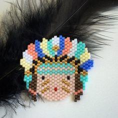 Un nouvel arrivant dans la #tribupetitsioux !! #jenfiledesperlesetjassume #perlesandco #miyuki #miyukibeads #miyukiaddict #miyukidelica #broche #brooch #brickstitch #brickstitchdusoirespoir #perles #perleaddict #perlesmiyuki #handmade #diy #madeinfrance #beads #beadaddict #beadaholic #indien #squaw #americannative #motifrosemoustache