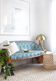 » 10 Tips for Reupholstering a Shibori Settee