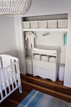 Vous attendez un petit miracle? Vous allez alors sans doute passer par ces moments excitants dans la décoration de la chambre de votre bébé. Découvrez dans ce post comment décorer concrètement la c…