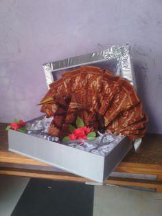 Hantaran Pernikahan   Bentuk : Burung Merak Barang / Bahan : Kain Batik & Sajadah  Contact Order 085890997010 (wA )