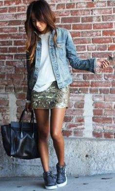 Dress in a light blue denim jacket and a gold print sequin mini skirt to get a laid-back yet stylish look. When not sure about what to wear when it comes to footwear, go with a pair of charcoal high top sneakers. Mode Outfits, Casual Outfits, Fashion Outfits, Womens Fashion, Fashion Trends, Sneakers Fashion, Casual Bags, Dress Casual, Fall Outfits