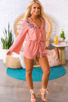 Margaritas On The Patio Embroidered Romper in Blooming Dahlia Womens Workout Outfits, Sporty Outfits, Chic Outfits, Dress Outfits, Summer Outfits, Pink Fashion, Urban Fashion, Boho Fashion, Womens Fashion
