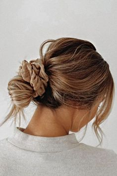 Messy Bun Hairstyles, Winter Hairstyles, Cool Hairstyles, Hairstyle Ideas, Easy Everyday Hairstyles, Simple Ponytails, Ponytail Easy, Hair Looks, Hair Inspiration