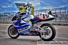 Suzuki Gsx R 750, Crotch Rockets, Bike Photo, Cafe Racer, Cycling Art, Road Racing, Cool Bikes, Grand Prix, Cars And Motorcycles