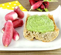Radis et beurre maison aux fanes de radis | Envie de bien manger. Plus de recettes ici : http://www.enviedebienmanger.fr/recettes/sauce