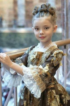 Adliges Mädchen - Adliges Mädchen Estás en el lugar correcto para healt Aquí presentamos healthy recipes que está - Period Costumes, Movie Costumes, Girl Costumes, Historical Costume, Historical Clothing, Little Girl Dresses, Girls Dresses, Beautiful Children, Little Princess
