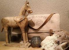 modern houten paard,  woondecoratie 39 x 33 cm. Info op onze website.