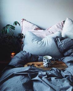 Cozy Bedroom, Bedroom Inspo, Master Bedroom, Bedroom Decor, Small Space Design, Make Your Bed, Room Goals, Dream Apartment, New Room