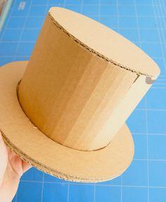 Sombreros de cartón / Cardboard hats