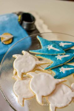 Klingon emblem and Star Trek insignia cookies for a Star Trek: The Next Generation party