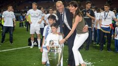 UEFA Champions League - – UEFA.comCoach Zinédine Zidane (2nd R) of Real Madrid and his family pose with the UEFA Champions League trophy at the end of their UEFA Champions League final against Atlético