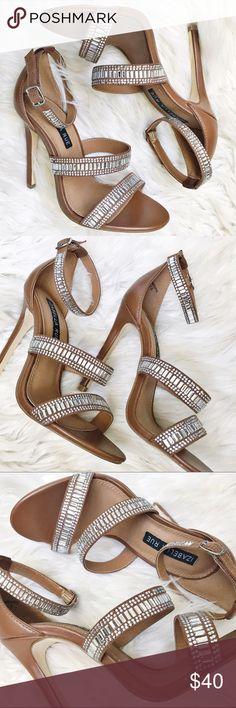 Gorgeous Izabella Rue Camel + Sparkle Sandals NEVER WORN Izabella Shoes Sandals