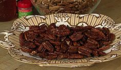 Honey Glazed Pecans These pecans combine savory garlic and sweet honey with excellent results. Finger Food Appetizers, Best Appetizers, Finger Foods, Appetizer Ideas, Appetizer Recipes, Snack Recipes, Fall Recipes, Holiday Recipes, Glazed Pecans