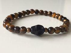 Tiger eye gemstone bracelet with black skull men door KennlyDesign