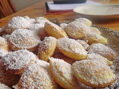 Zutaten 3 Ei(er) 150 g Zucker 1 Pck. Vanillezucker 1 Prise(n) Salz 150 g Mehl 4 TL Backpulver 120 ml Milch Puderzucker ...
