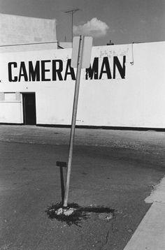 yama-bato: Lee Friedlander via History Of Photography, Urban Photography, Street Photography, White Photography, Lee Friedlander, Classic Photographers, Garry Winogrand, Gelatin Silver Print, Art Themes
