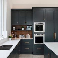 This beautiful kitchen by sits in a gorgeous, bright double height space. The bespoke cabinetry is installed with our Bromwich collection pulls and knobs in a burnished brass finish. Cabinetry painted in Studio Green. Home Decor Kitchen, Kitchen Living, Kitchen Furniture, Kitchen Interior, New Kitchen, Home Kitchens, Cheap Kitchen, Kitchen Hacks, Kitchen Tools