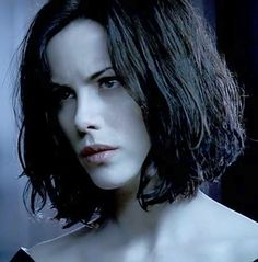 Selene (Kate Beckinsale in Underworld movies) being extremely pale Underworld Selene, Underworld Movies, Short Hair Undercut, Undercut Hairstyles, Underworld Kate Beckinsale, Werewolf Hunter, British Costume, Vampires And Werewolves, Look At The Stars