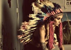 Art Native American Indian Sioux Headdress tattoo-s-project looooove Native Indian, Native American Indians, Indian Tribes, Cherokees, Boho Chic, Colored Braids, War Bonnet, Feather Headdress, Headdress Tattoo