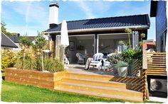 Bilderesultat for platting blomsterkasse Summer House Garden, Hanging Canvas, Backyard Patio Designs, Outdoor Living, Outdoor Decor, Garden Inspiration, Outdoor Gardens, Pergola, Gallery Wall