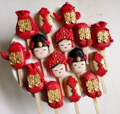 Paletas Chocolate, Chocolate Cake Pops, Cake Decorating Designs, Cookie Decorating, Chinese Wedding Tea Ceremony, Magnum Paleta, Chinese New Year Cookies, Chinese Cake, Cute Donuts