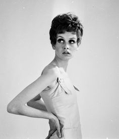Twiggy, modella cult degli Anni Sessanta che inaugurò la magrezza da passerella.-