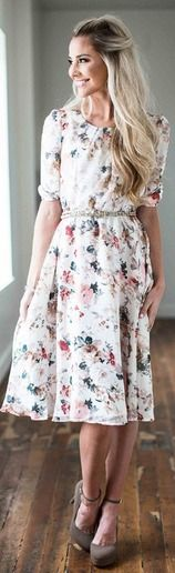Cute modest knee length dress - perfect for the Spring/Summer!