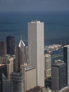 Top 10 Tallest Buildings in USA - Aon Center, Chicago - 1,136 ft
